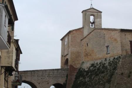 il castello di Candelara con il ponte