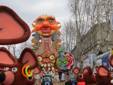 Carnevale di Fano maschere e dolci