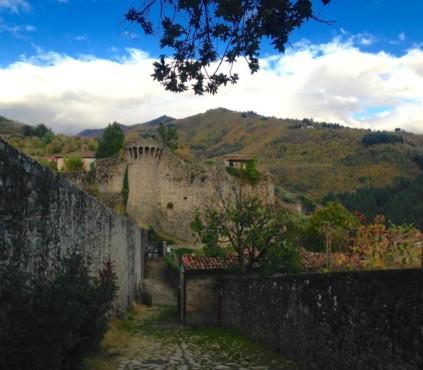 ciotolato e fortificazione Rocca di Castiglione di Garfagnana (LU)