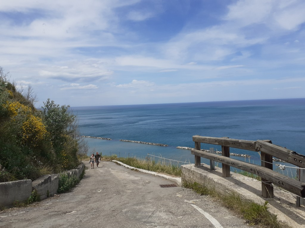 strada per spiaggia di Fiorenzuola di Focara