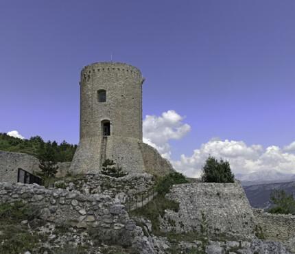 Torre del castello di Bominaco