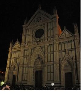Facciata della chiesa di Santa Croce di sera
